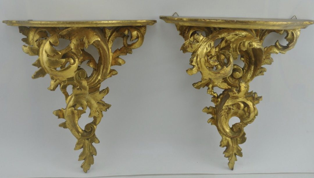 Винтажные настенные полки в золоте