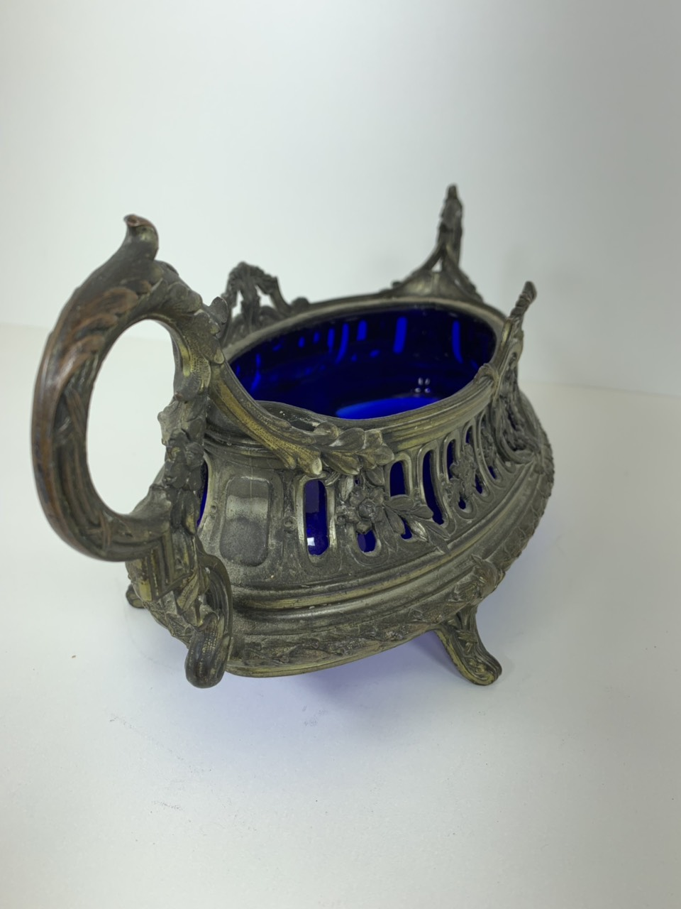 Антикварная ваза из посеребренной бронзы