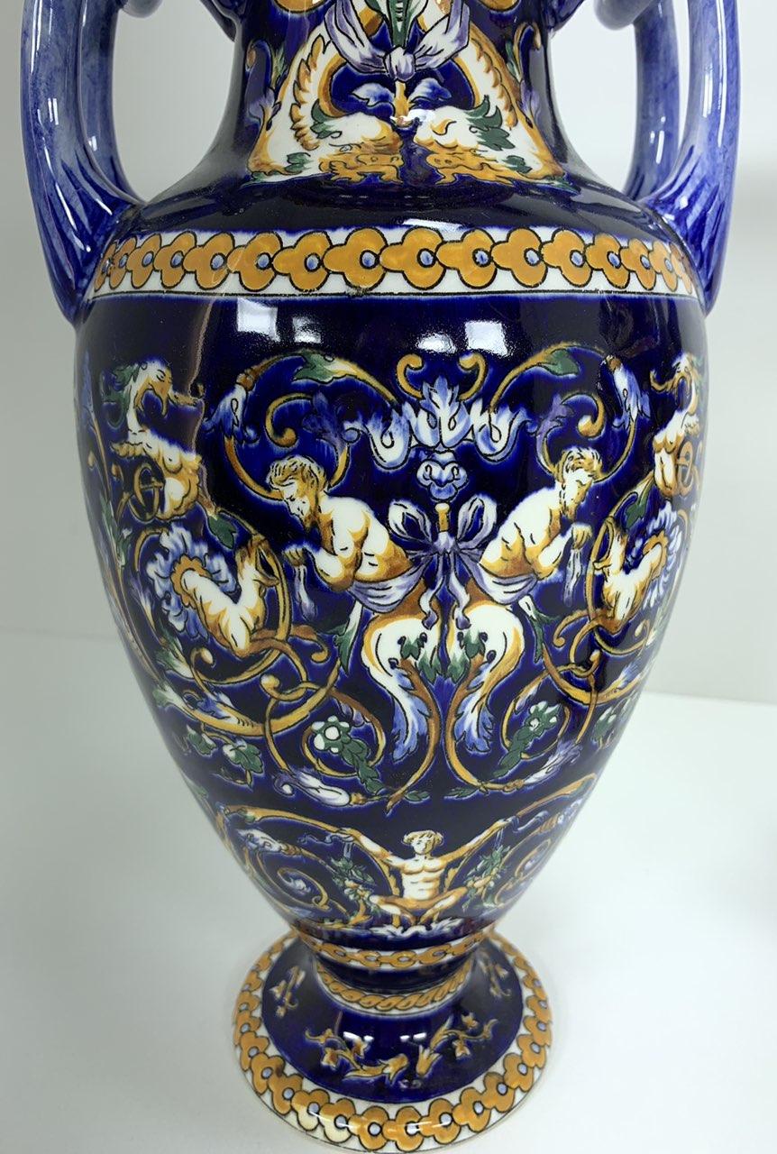 Винтажная пара фаянсовых ваз Жьен с декором Ренессанс