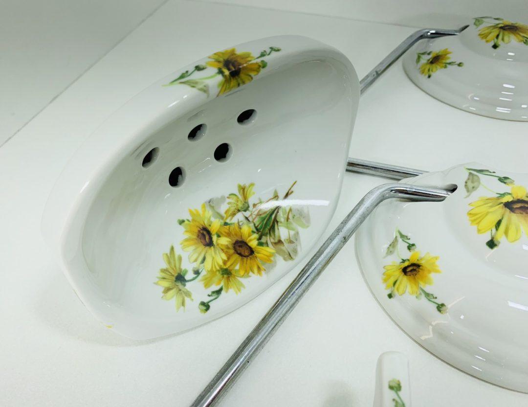 Антикварный порцеляновый набор принадлежностей для ванной