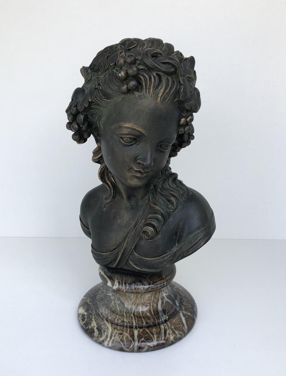 Винтажная скульптура на мраморном цоколе