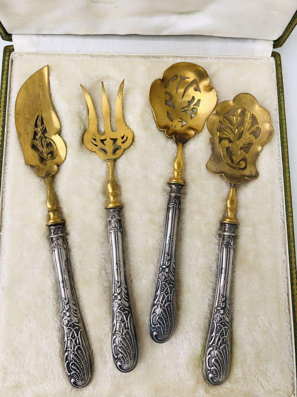 Антикварный десертный набор с серебряными ручками
