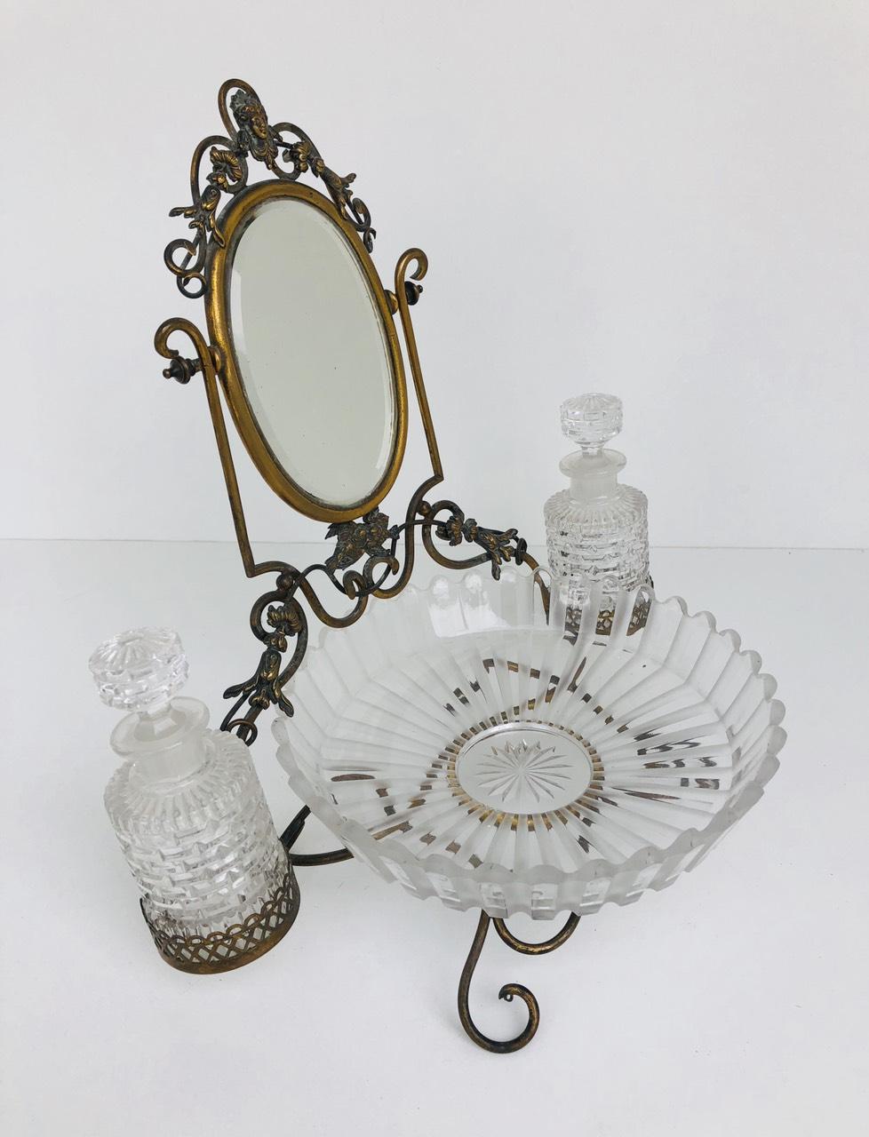 Антикварный дамский набор для духов и косметики