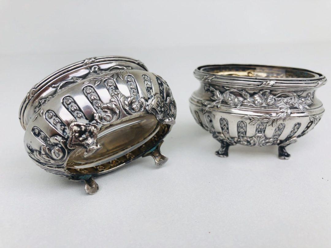 Антикварная пара серебряных солонок