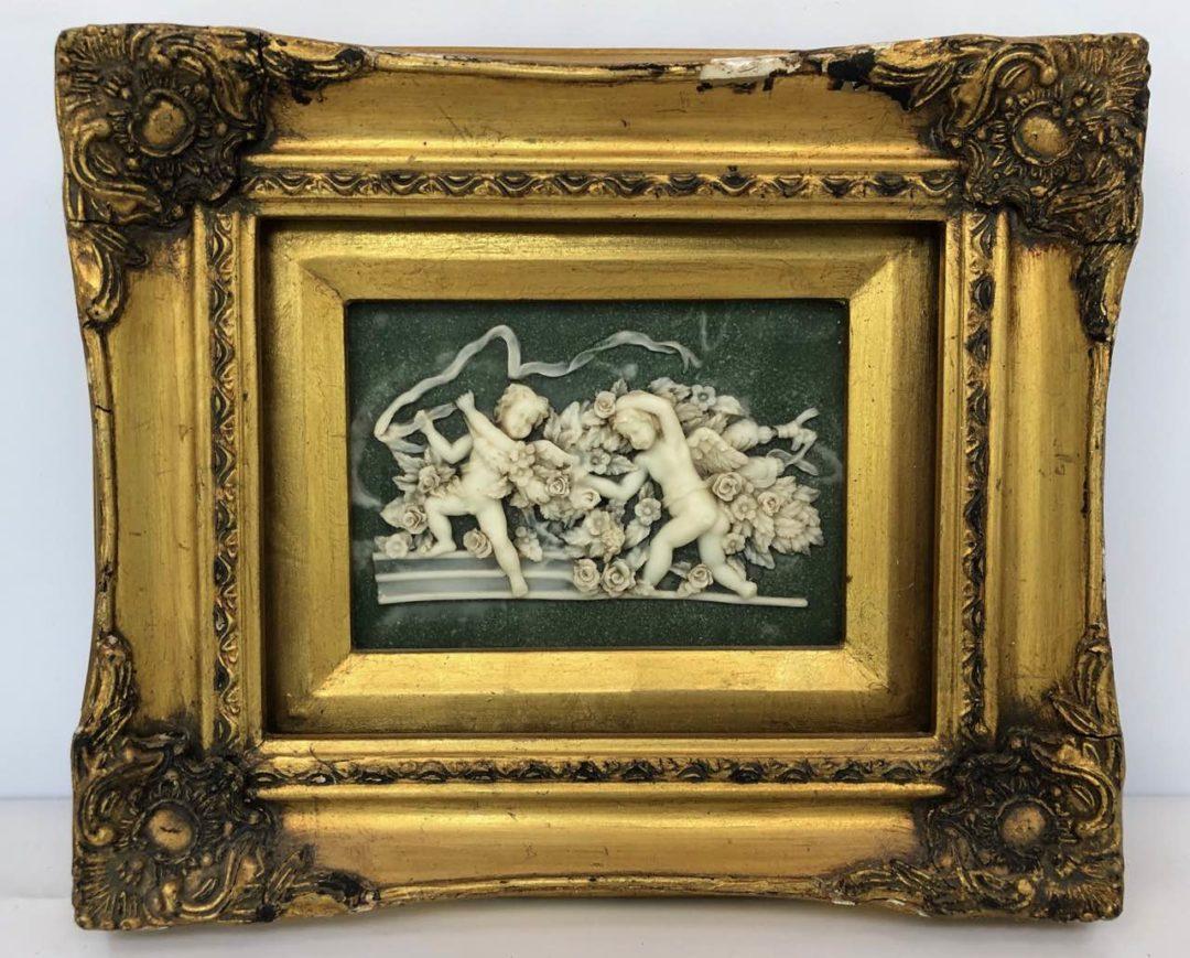 Винтажная картина с сюжетом из камня альбатр