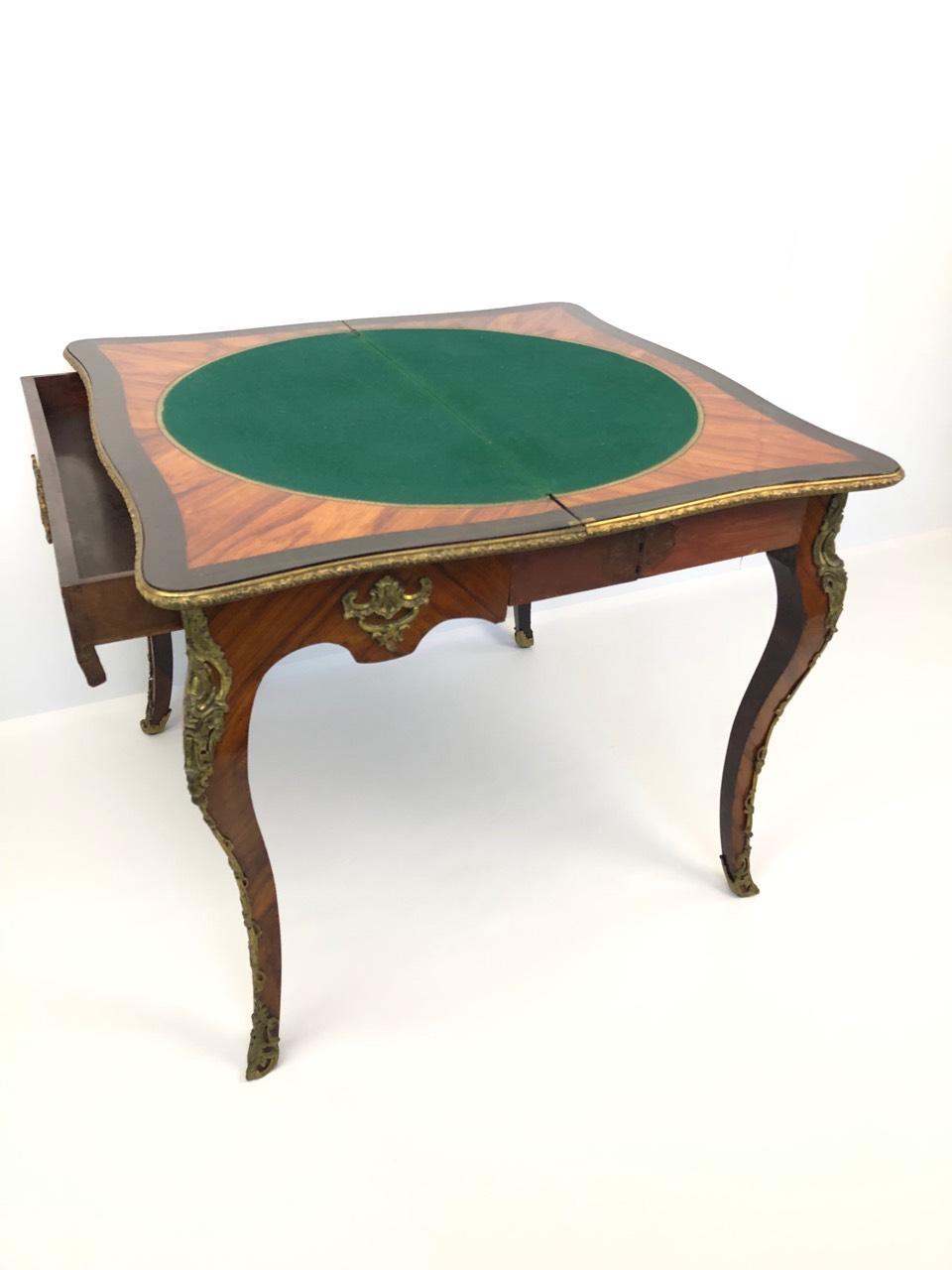 Антикварный складывающийся игровой столик