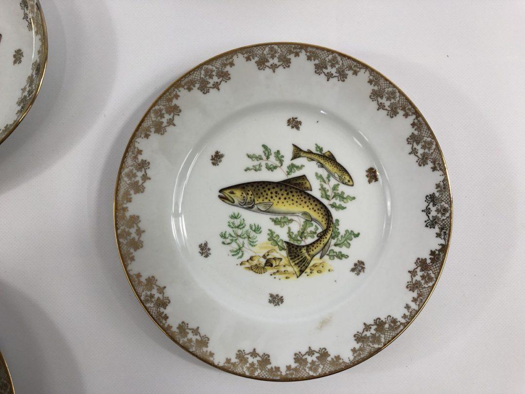 Винтажный набор тарелок лимож с мотивом рыб