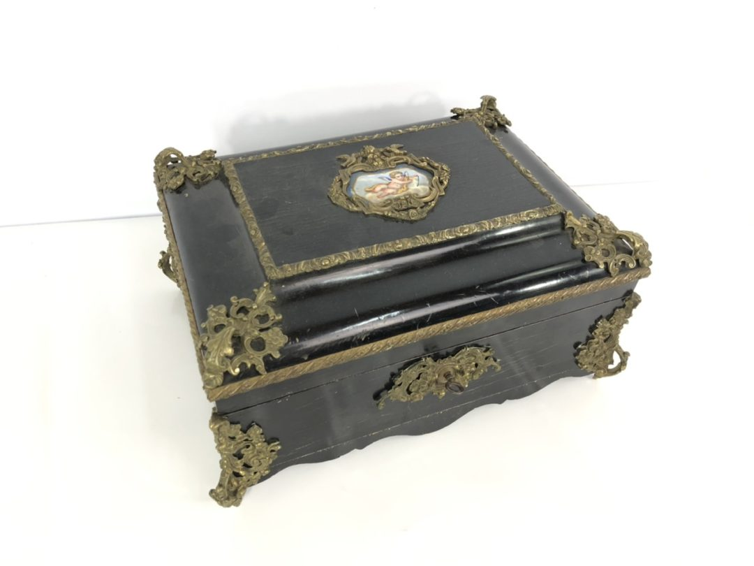 Антикварная шкатулка в бронзовой оправе эпохи Наполеона III