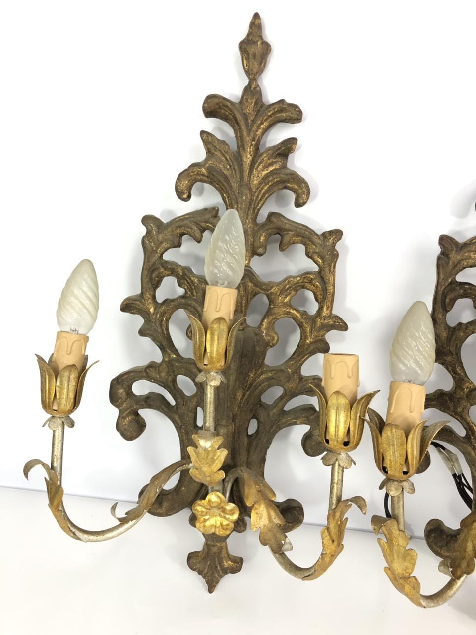Антикварная пара бра из дерева и латуни