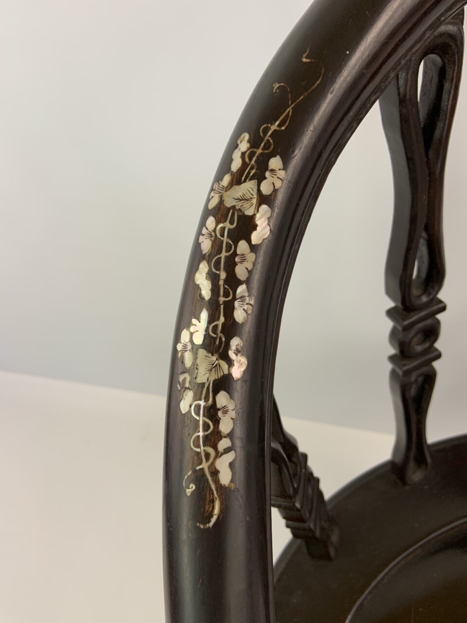 Антикварное кресло в стиле Шинуазри