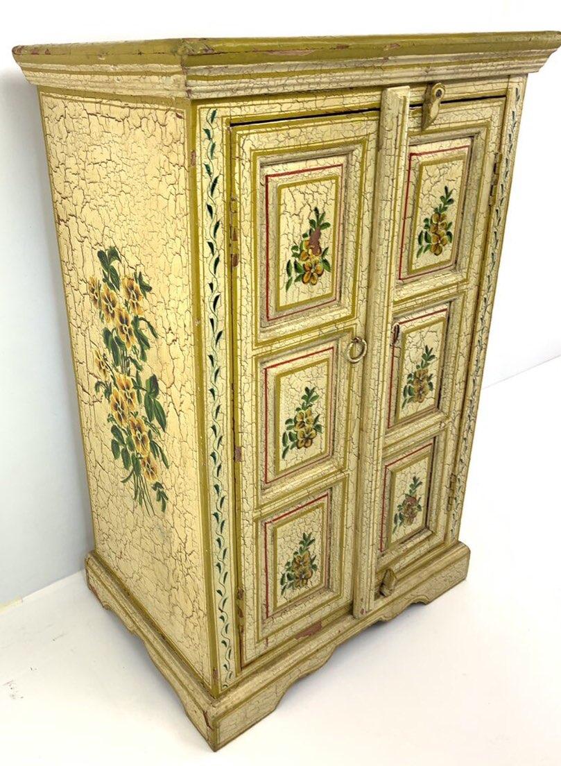 Антикварный расписной шкафчик в стиле Прованс