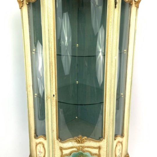 Винтажная угловая расписная витрина