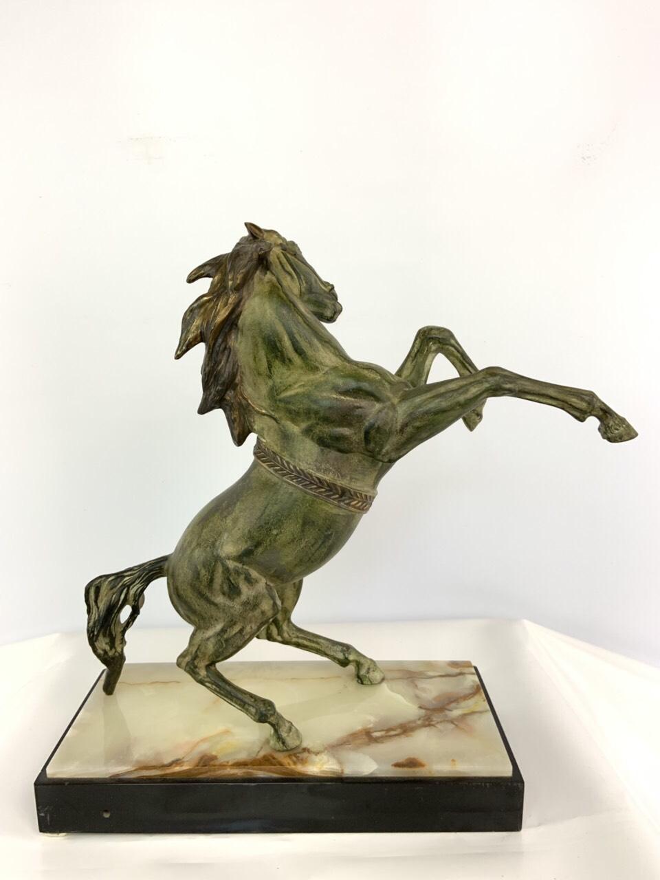Антикварная шпиатровая статуя
