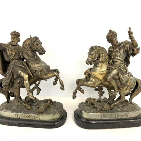 Антикварная пара скульптур на мраморном цоколе