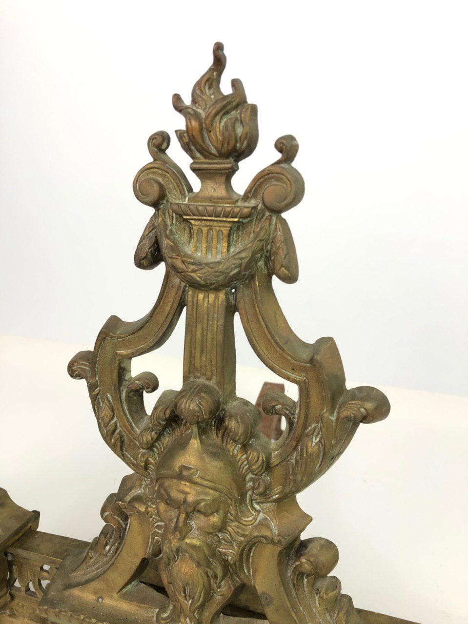Антикварный декор для камина
