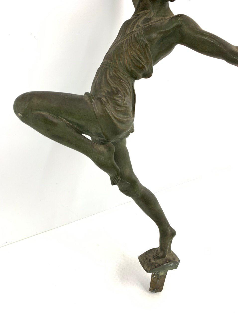 Антикварная бронзовая фигура в стиле Ар-деко