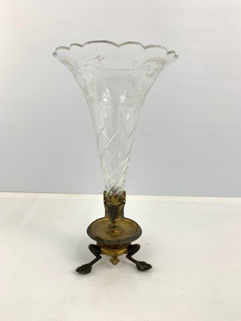 Антикварная ваза – центр стола