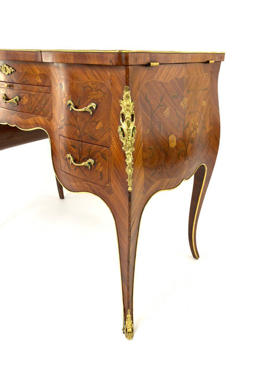 Дамский туалетный столик в стиле Луи XV