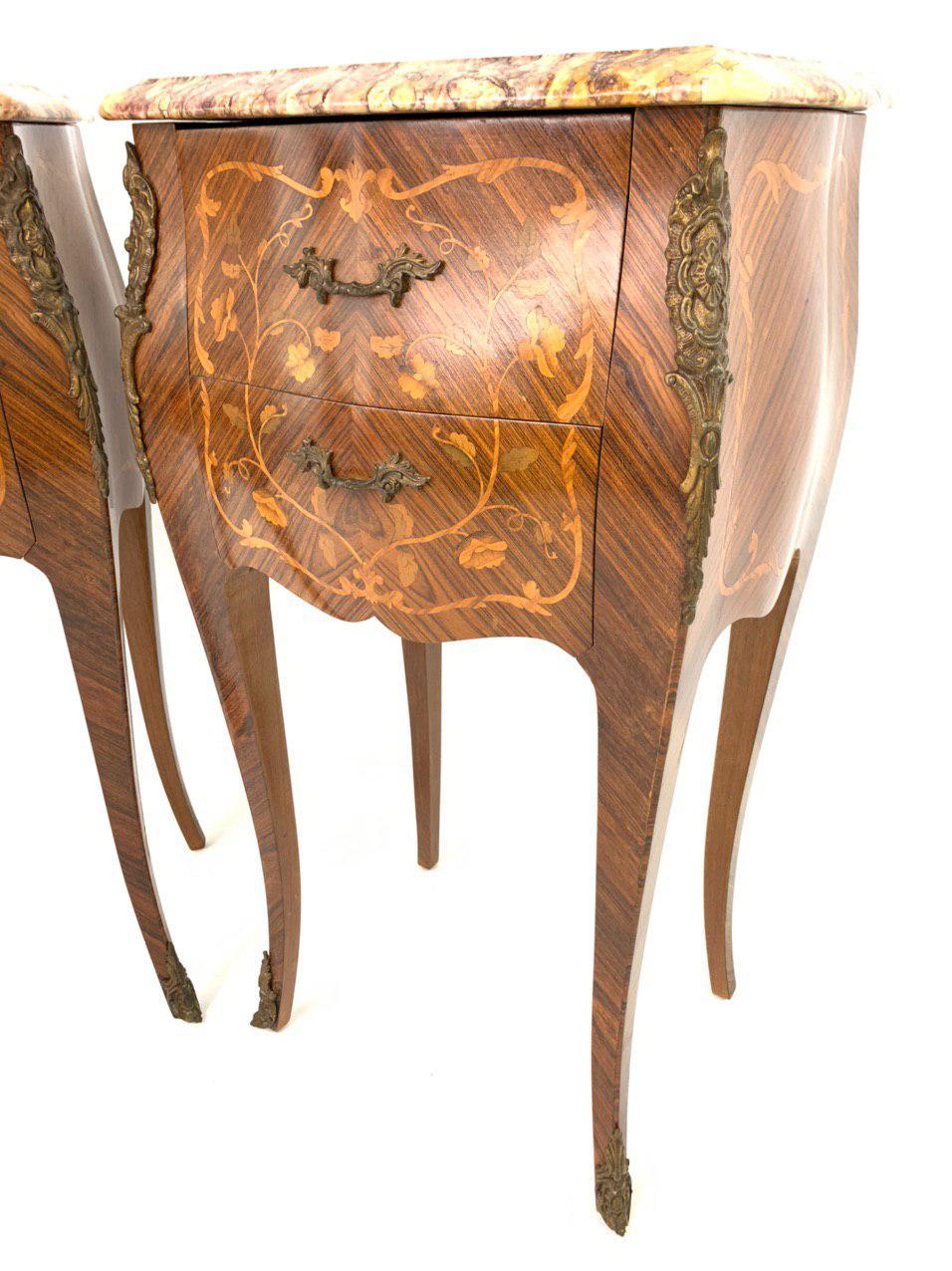 Пара винтажных тумбочек в стиле Луи XV