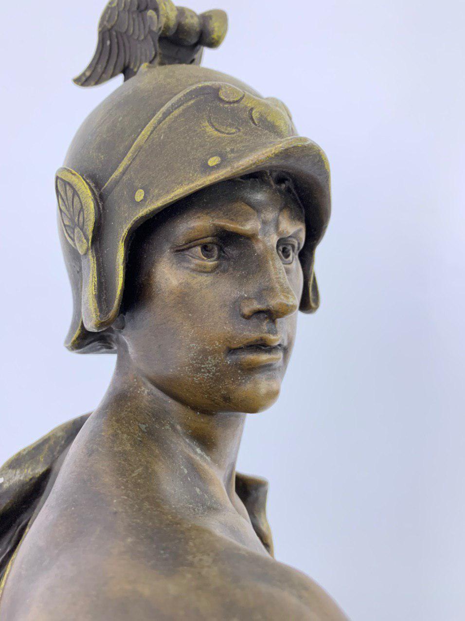 Антикварная статуя из шпиатра