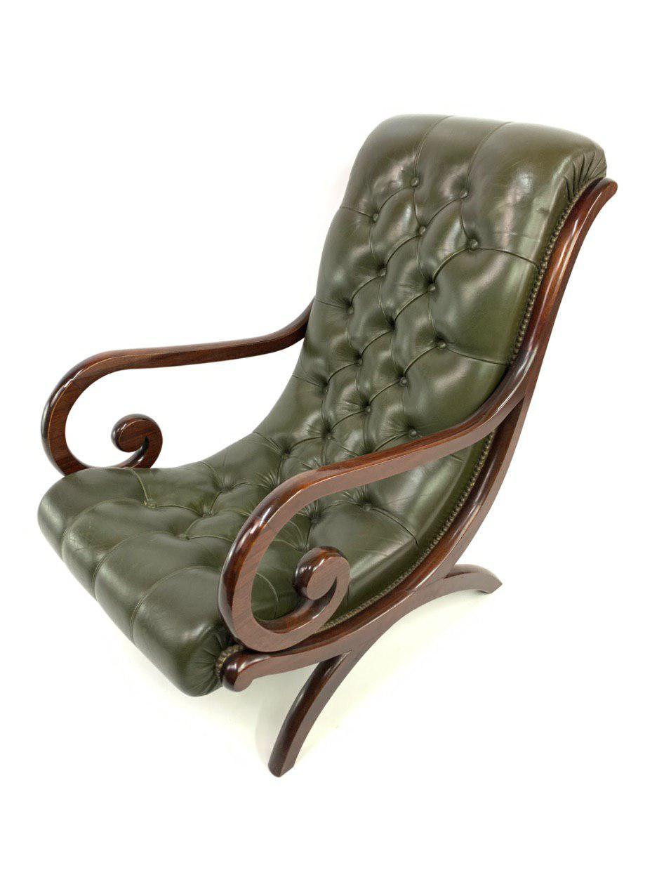 Винтажное кресло с пуфом в английском стиле