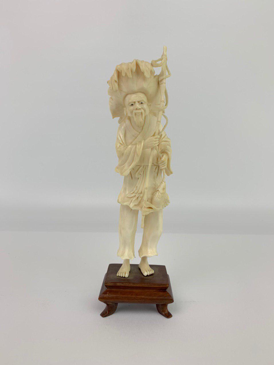 Антикварная фигурка из слоновой кости