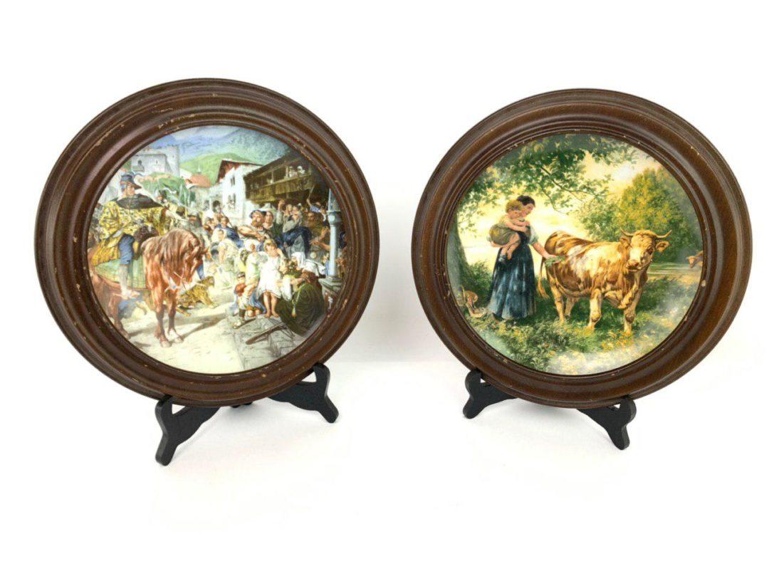 Пара коллекционных тарелок в деревянной оправе