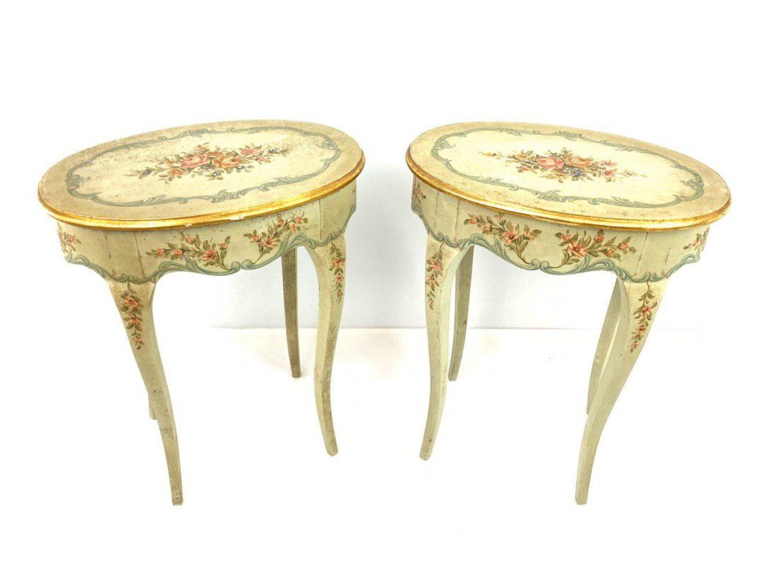 Антикварная пара тумбочек в венецианском стиле