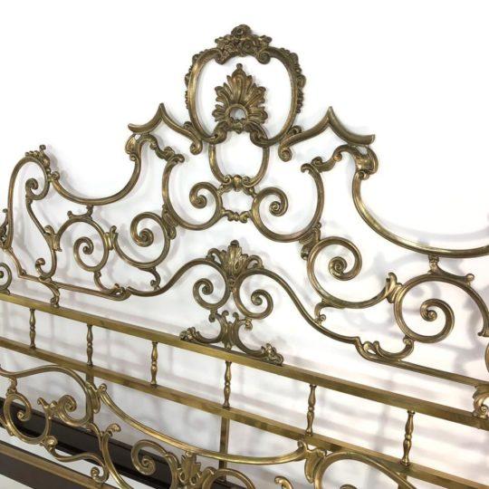Винтажная бронзовая кровать