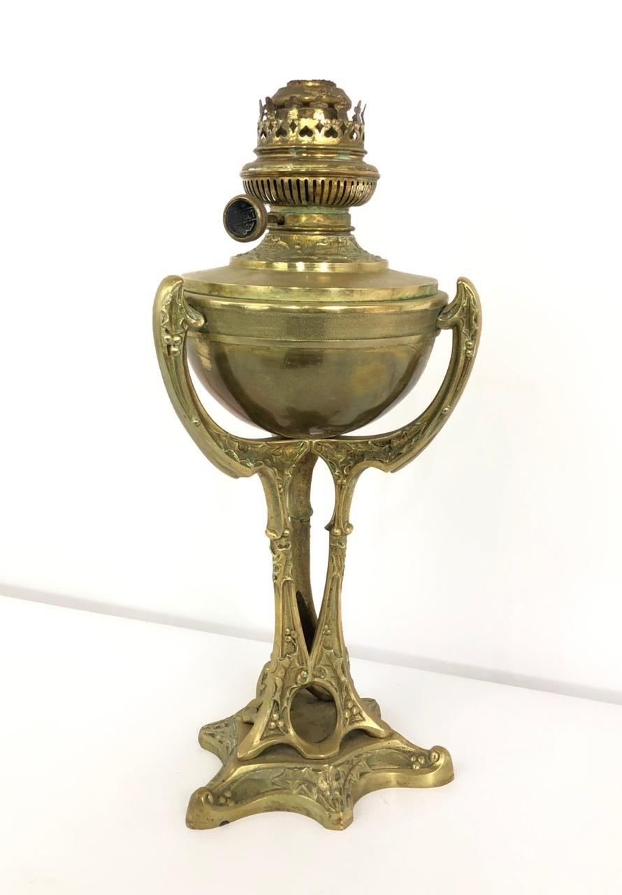 Антикварная керосиновая лампа в стиле Модерн