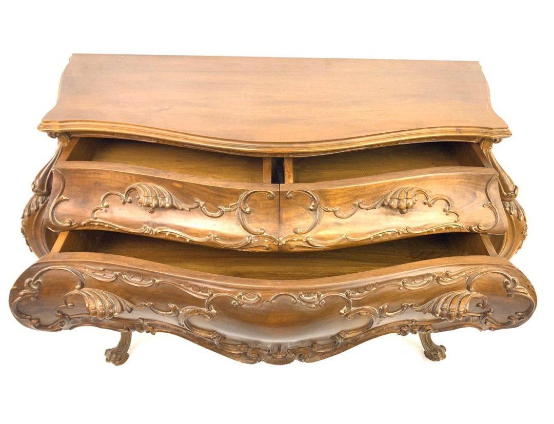 Антикварный ореховый комод в стиле Барокко