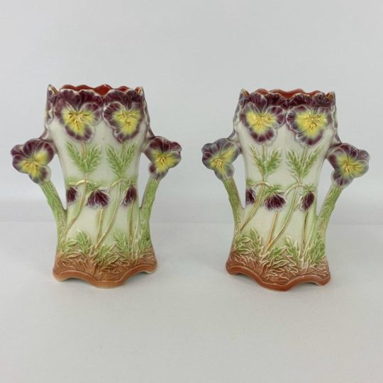 Пара антикварных ваз техники Барботин