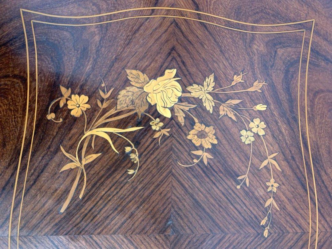 Антикварный столик для рукоделия