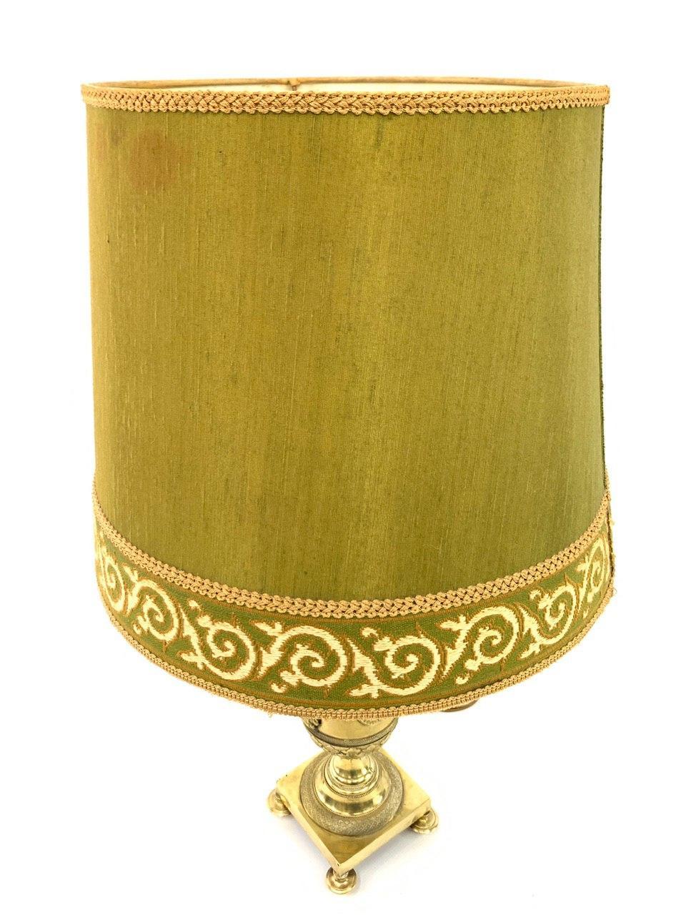 Винтажная бронзовая лампа с круглым абажуром