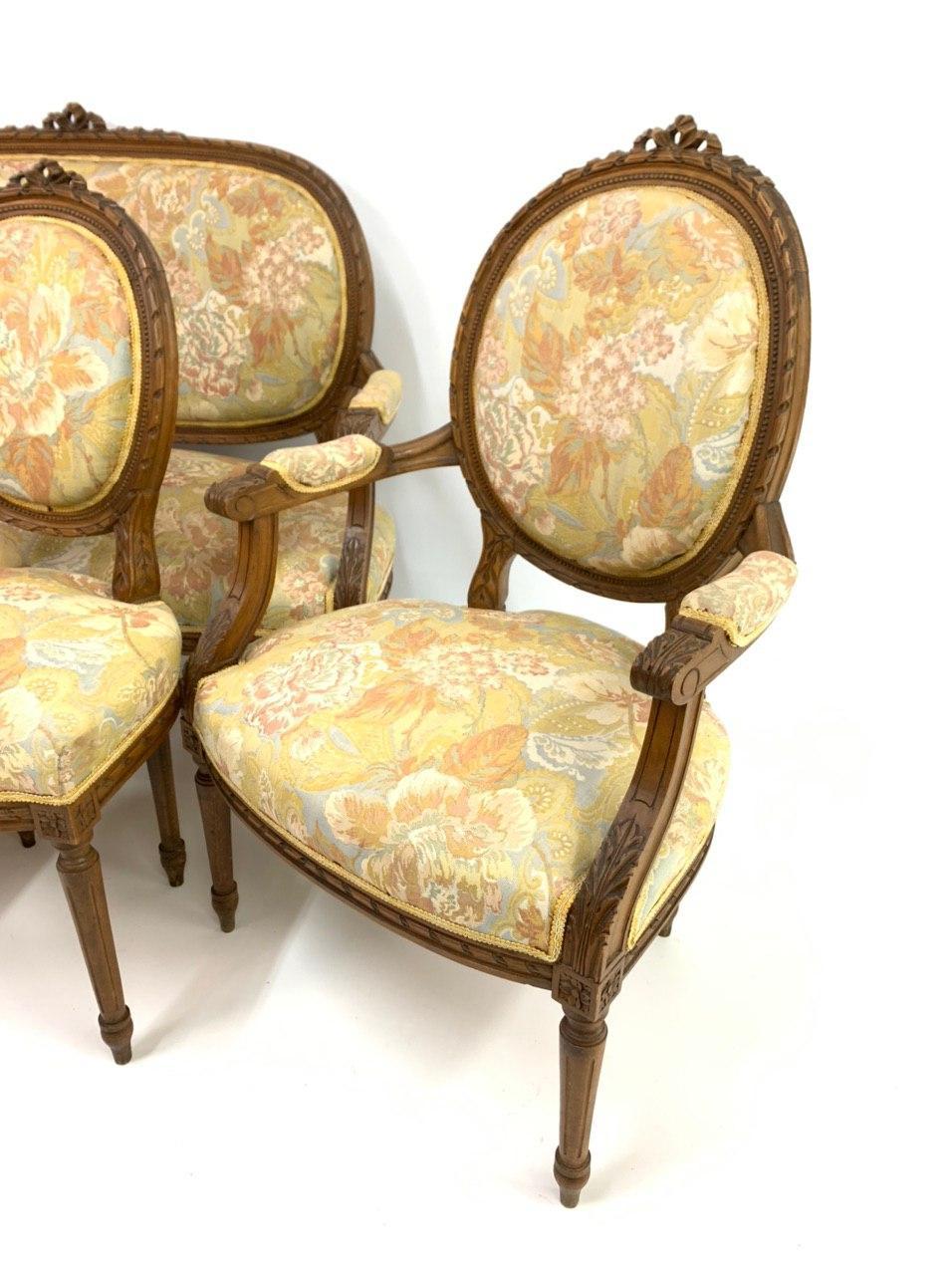 Антикварный гарнитур в стиле Луи XVI