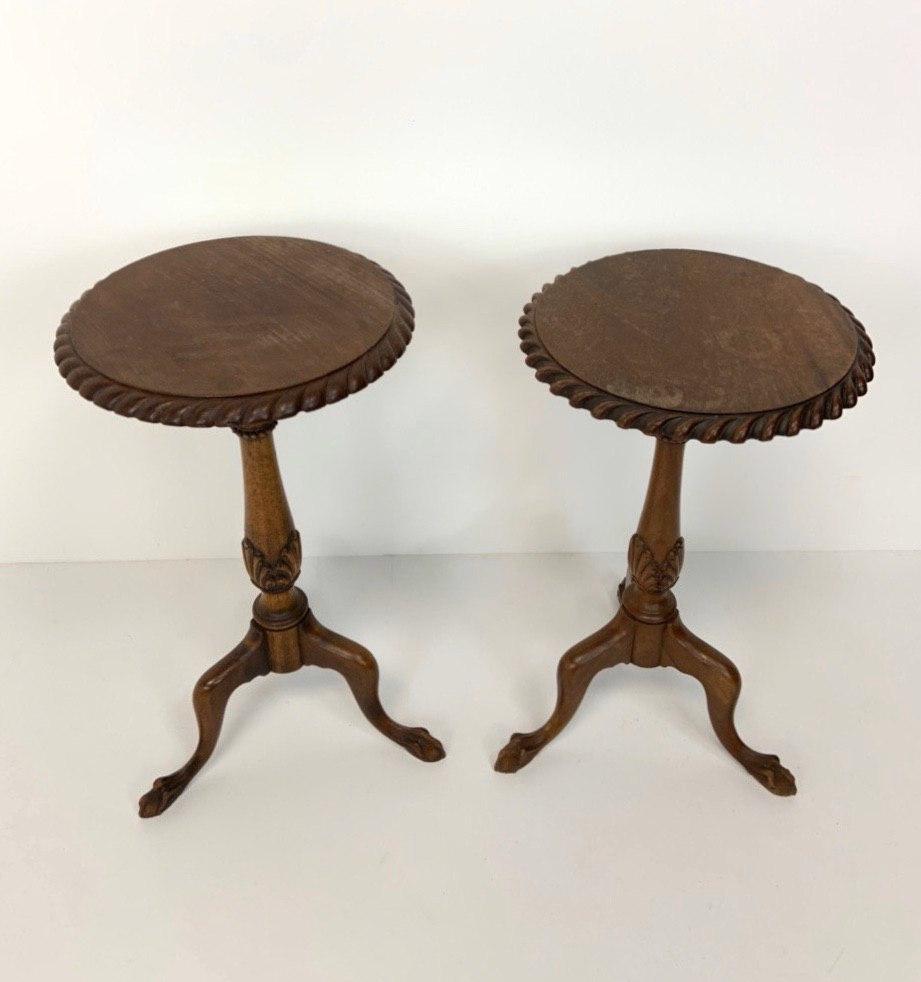 Винтажная пара столиков