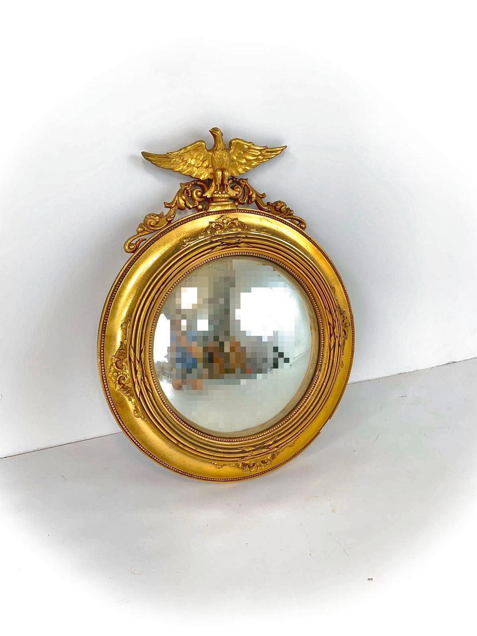 Антикварное выпуклое зеркало в круглой раме