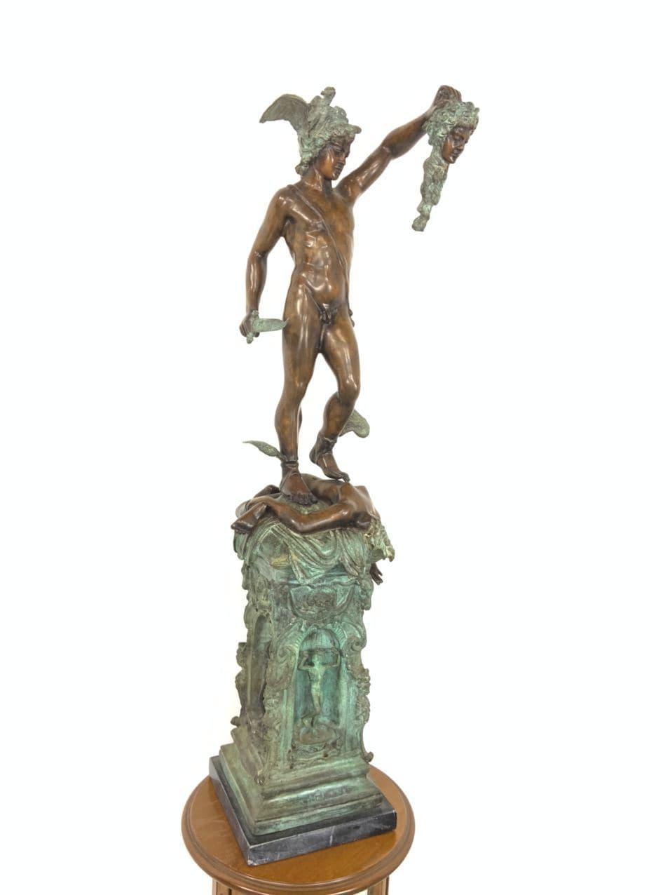 Антикварная бронзовая статуя Персея