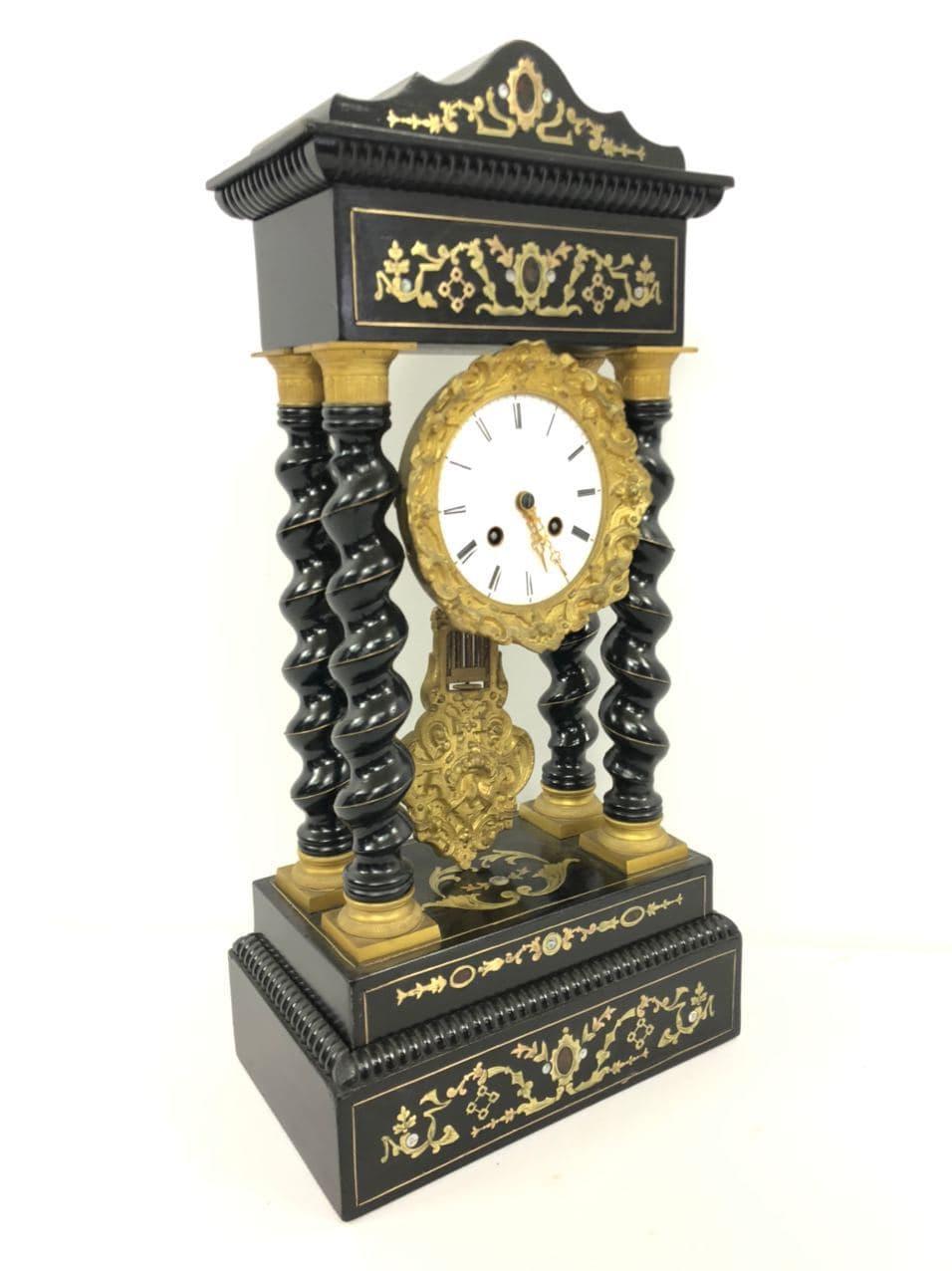 Антикварные часы в стиле Буль