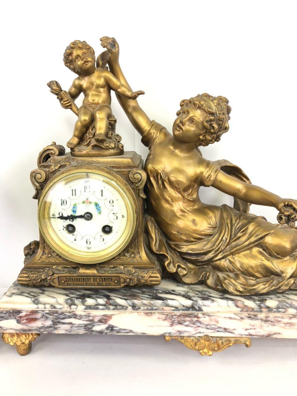 Антикварные часы с двумя вазами