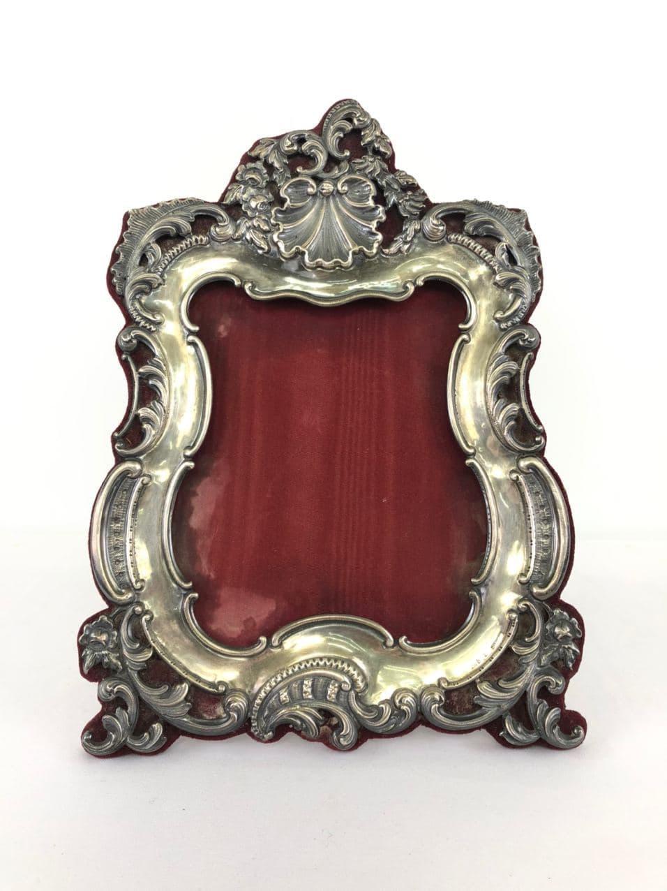 Антикварная серебряная рамка для фото в стиле Рококо