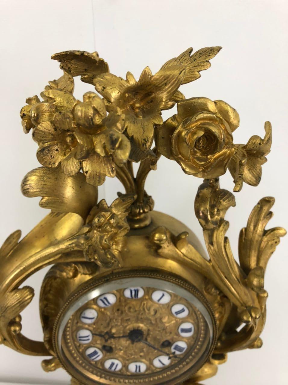 Антикварные часы из золоченой бронзы