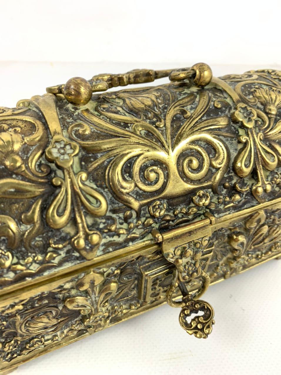 Винтажная шкатулка из бронзы