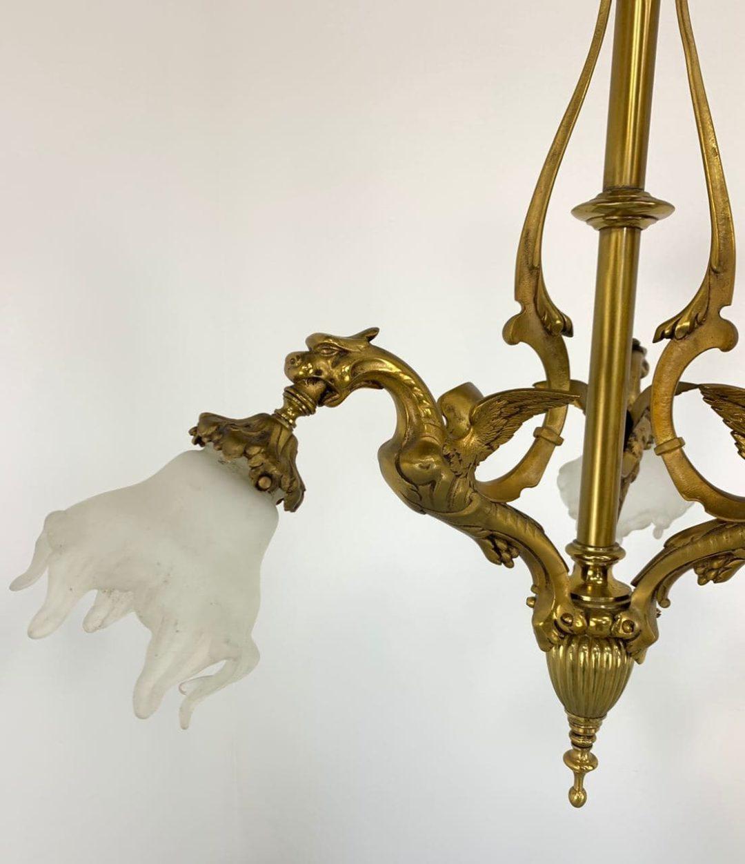 Антикварная люстра с химерами