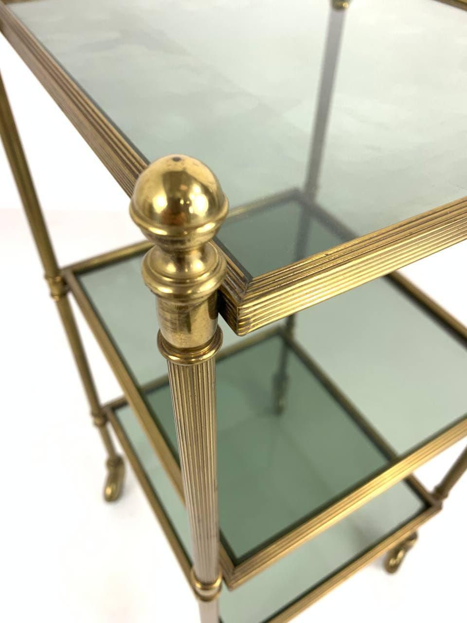 Винтажный латунный столик на колесиках
