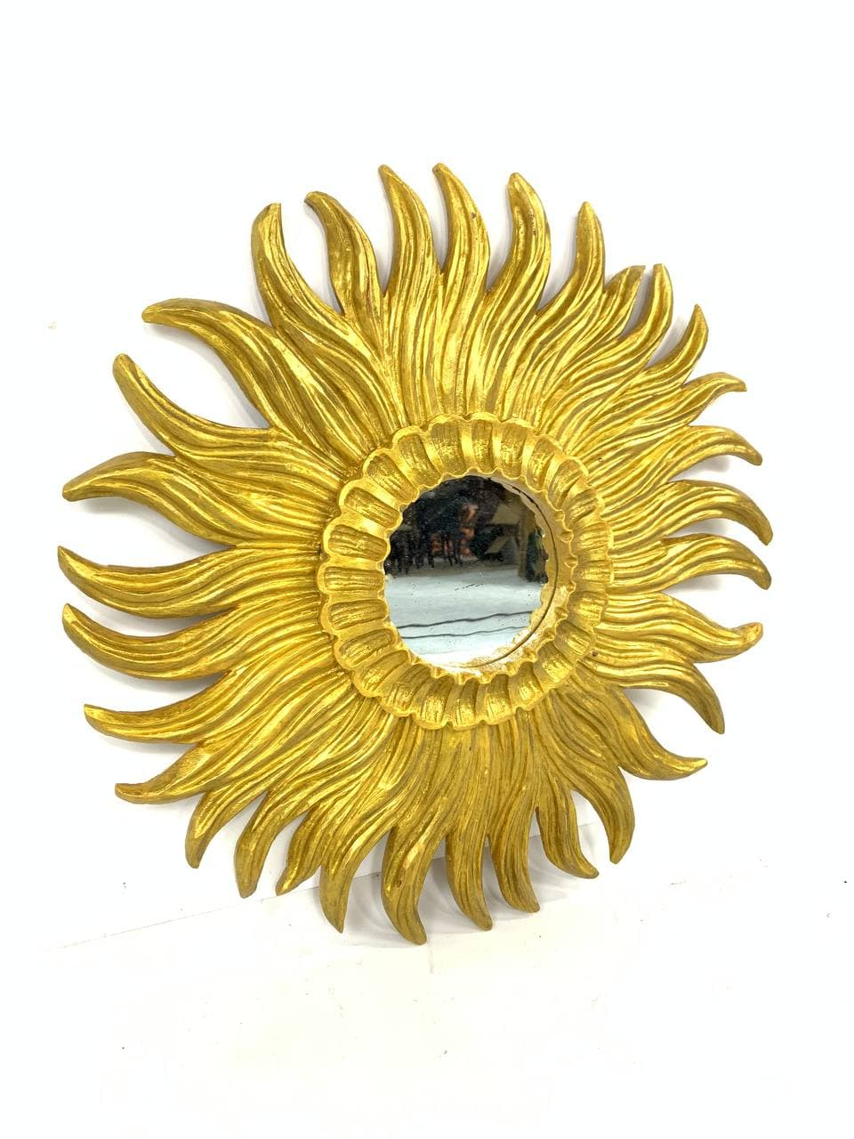Винтажное зеркало из дерева в виде солнца