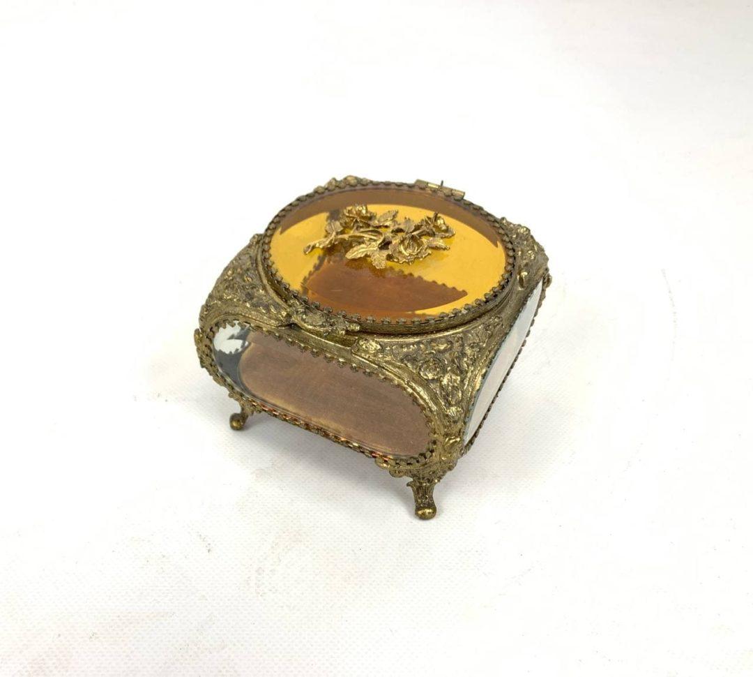 Антикварная шкатулка из бронзы