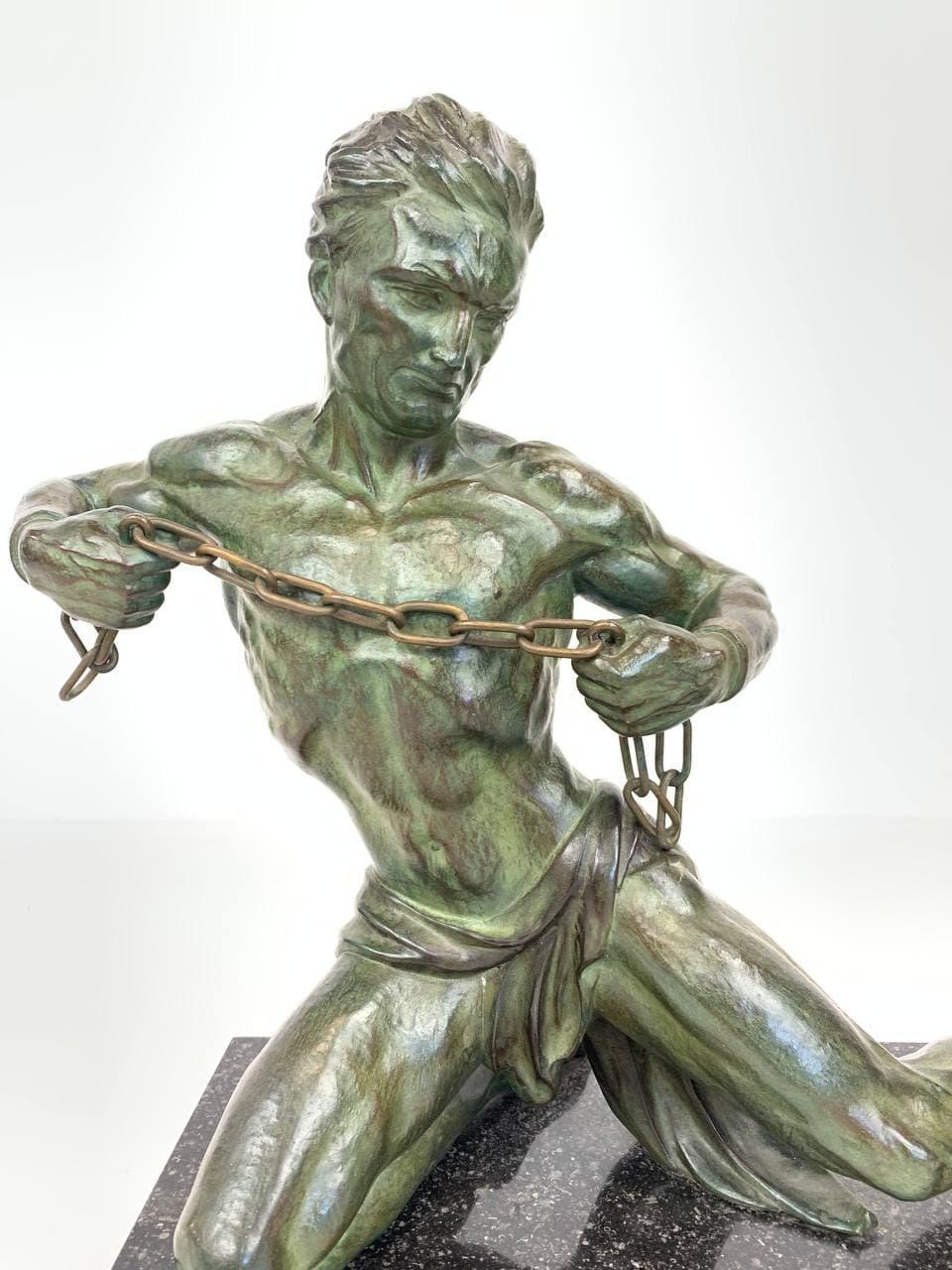 Антикварная фигура в стиле Art-Deco
