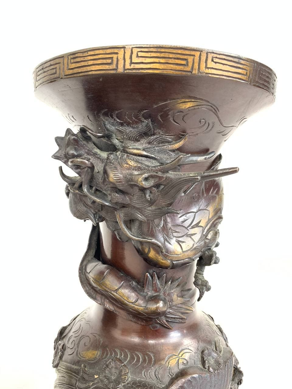 Антикварные бронзовые вазы