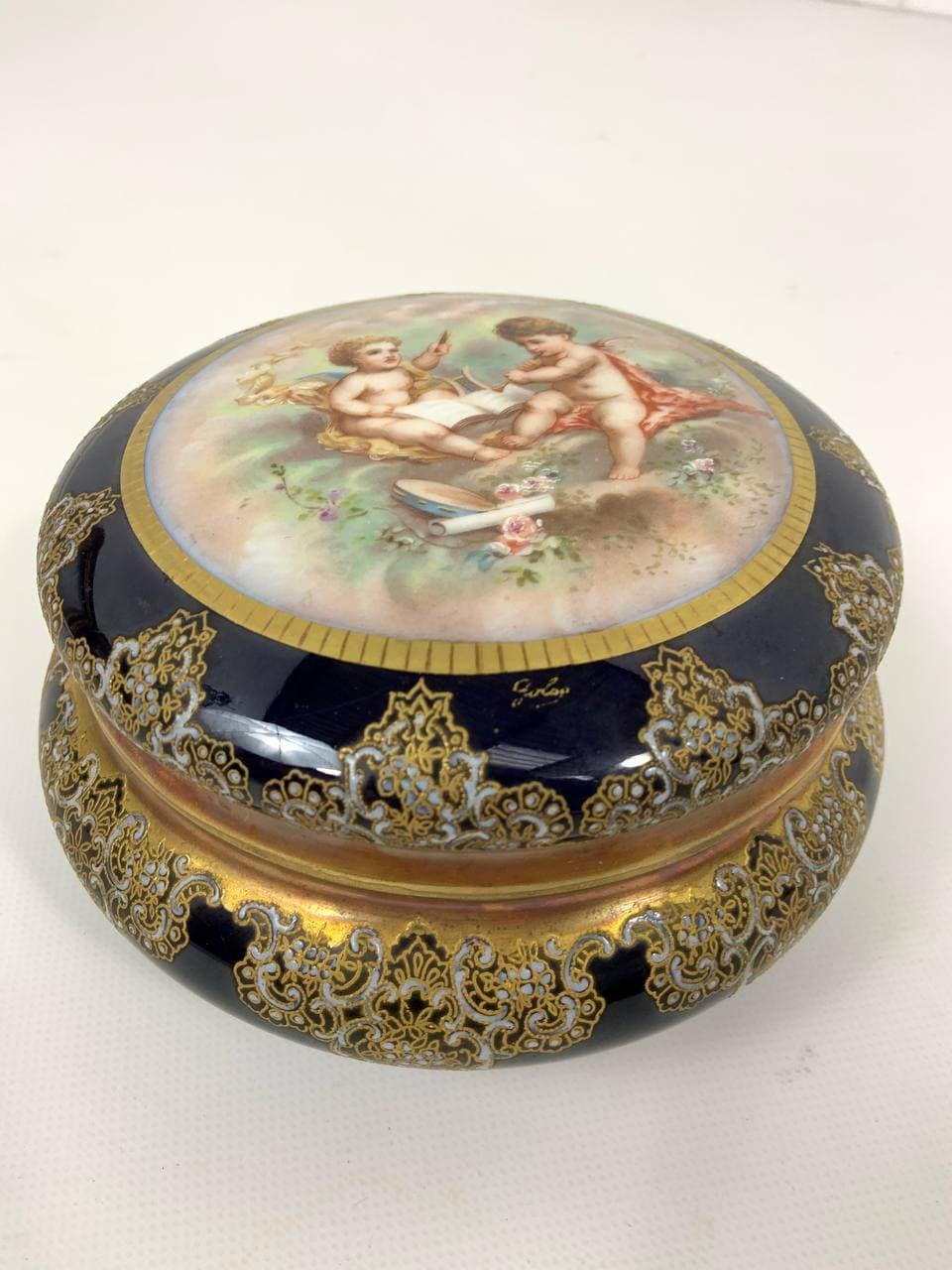 Антикварная фарфоровая шкатулка в стиле Севр